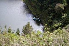 Βάρκες σε μια λίμνη βουνών στην οικολογική επιφύλαξη Antisana Στοκ φωτογραφία με δικαίωμα ελεύθερης χρήσης