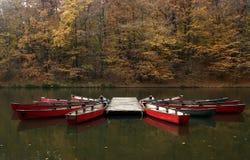 Βάρκες σε μια λίμνη Στοκ φωτογραφία με δικαίωμα ελεύθερης χρήσης