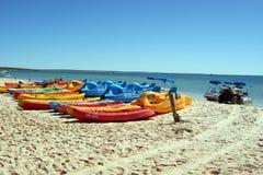 Βάρκες σε μια παραλία στην Αυστραλία στοκ φωτογραφίες με δικαίωμα ελεύθερης χρήσης