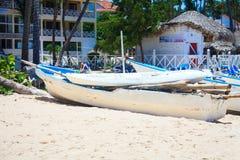 Βάρκες στην παραλία σε μια όμορφη ηλιόλουστη ημέρα σε Punta Cana Στοκ Εικόνα