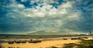 Βάρκες στην παραλία της πόλης DA Nang, Βιετνάμ Στοκ εικόνες με δικαίωμα ελεύθερης χρήσης