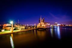 Βάρκες στην προκυμαία τη νύχτα, στο καντόνιο, Βαλτιμόρη, Μέρυλαντ στοκ εικόνες με δικαίωμα ελεύθερης χρήσης