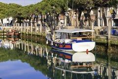 Βάρκες στην πόλη στοκ φωτογραφία με δικαίωμα ελεύθερης χρήσης