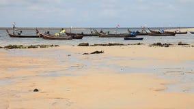 Βάρκες στην τροπική θάλασσα απόθεμα βίντεο