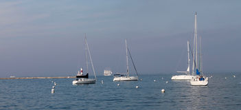 Βάρκες στη λίμνη Μίτσιγκαν στο Σικάγο Στοκ Φωτογραφία