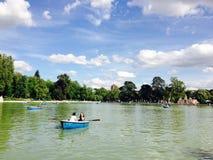 Βάρκες στη λίμνη στο πάρκο Μαδρίτη Retiro Στοκ Φωτογραφίες