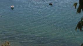 Βάρκες στη λίμνη της Οχρίδας, Μακεδονία απόθεμα βίντεο
