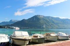 Βάρκες στη λίμνη Annecy στη Γαλλία Στοκ φωτογραφία με δικαίωμα ελεύθερης χρήσης