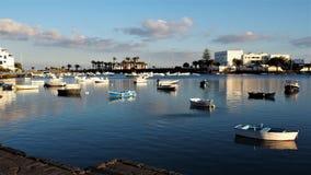 Βάρκες στη φυσική λιμνοθάλασσα Arrecife, Lanzarote Στοκ φωτογραφία με δικαίωμα ελεύθερης χρήσης