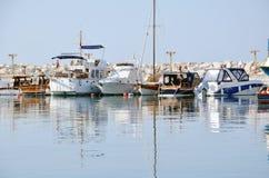 Βάρκες στον κυματοθραύστη Στοκ φωτογραφία με δικαίωμα ελεύθερης χρήσης