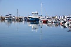 Βάρκες στον κυματοθραύστη Στοκ Εικόνες