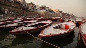 Βάρκες στον ποταμό Varanasi απόθεμα βίντεο