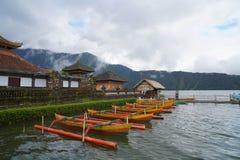 Βάρκες στο ναό του Μπαλί στοκ εικόνα με δικαίωμα ελεύθερης χρήσης
