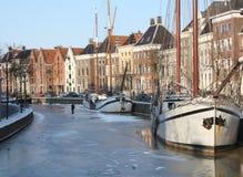 Βάρκες στο παγωμένο κανάλι Στοκ φωτογραφία με δικαίωμα ελεύθερης χρήσης