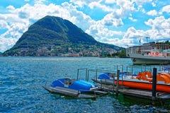 Βάρκες στο προσγειωμένος στάδιο στο Λουγκάνο σε Ticino Ελβετία Στοκ Εικόνα
