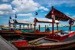 Βάρκες ταξί στη Μέση Ανατολή κοντά στις αγορές στοκ φωτογραφίες με δικαίωμα ελεύθερης χρήσης