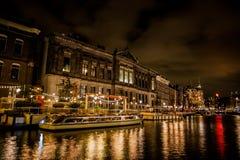 Βάρκες του Άμστερνταμ Rokin τη νύχτα Στοκ εικόνα με δικαίωμα ελεύθερης χρήσης