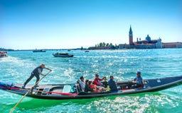 Βάρκες Grand γονδολών τουριστών SAN Giorgio Maggiore Church καναλιών Β Στοκ φωτογραφία με δικαίωμα ελεύθερης χρήσης