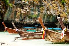 Βάρκες Longtail, κόλπος της Maya, Ταϊλάνδη Στοκ Φωτογραφία