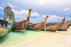 Βάρκες Longtail στο νησί Poda κοντά στο AO Nang, Krabi Ταϊλάνδη Στοκ Φωτογραφία