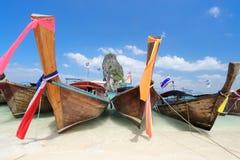 Βάρκες Longtail στο νησί Poda, Krabi Ταϊλάνδη Στοκ Εικόνες