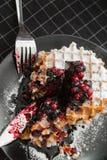 Βάφλες με τη μαρμελάδα και cowberry βακκινίων Στοκ Εικόνες