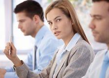 Βέβαια επιχειρηματίας στην επιχειρησιακή συνεδρίαση Στοκ Εικόνα