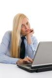 Βέβαιες επιχειρηματίες με το lap-top Στοκ Εικόνες