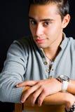 βέβαιες κομψές νεολαίες ρολογιών ατόμων χεριών Στοκ Φωτογραφία