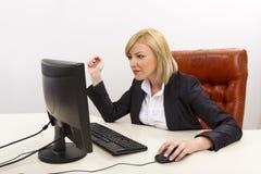 Βέβαιος απασχολημένος θηλυκός ανώτερος υπάλληλος Στοκ Φωτογραφία