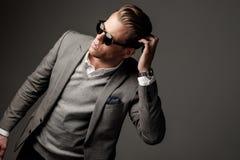 Βέβαιο αιχμηρό ντυμένο άτομο Στοκ εικόνα με δικαίωμα ελεύθερης χρήσης
