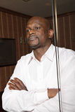 Βέβαιο αφρικανικό άτομο πίσω από το γυαλί Στοκ φωτογραφίες με δικαίωμα ελεύθερης χρήσης
