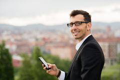 Βέβαιο επιτυχές αρσενικό πορτρέτο επιχειρηματιών Στοκ φωτογραφία με δικαίωμα ελεύθερης χρήσης