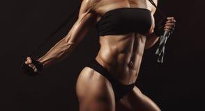 Βέβαιο νέο μυϊκό θηλυκό ικανότητας Στοκ φωτογραφίες με δικαίωμα ελεύθερης χρήσης