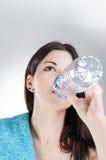 Βέβαιο πόσιμο νερό γυναικών ικανότητας Στοκ εικόνα με δικαίωμα ελεύθερης χρήσης