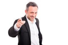 Βέβαιο χαμογελώντας άτομο που δείχνει στο μέτωπο σε σας Στοκ Εικόνα