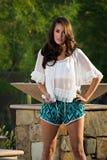 Βέβαιο όμορφο πρότυπο μόδας brunette Στοκ φωτογραφία με δικαίωμα ελεύθερης χρήσης