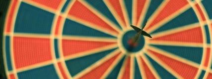 Βέλη βελών στο κέντρο στόχων Εκλεκτική εστίαση Στοκ Εικόνα