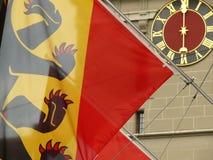 Βέρνη, Ελβετία 08/02/2009 Ελβετικά σημαία ρολογιών και πρόσωπο ρολογιών στοκ φωτογραφίες με δικαίωμα ελεύθερης χρήσης