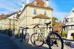 Βέρνη, Ελβετία - 17 Οκτωβρίου 2017: Σύγχρονα ποδήλατα που αλυσοδένονται Στοκ φωτογραφία με δικαίωμα ελεύθερης χρήσης