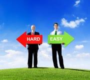 Βέλη εκμετάλλευσης επιχειρηματιών για σκληρός και εύκολος στοκ φωτογραφία με δικαίωμα ελεύθερης χρήσης