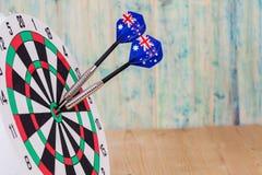 Βέλος βελών με τις σημαίες της Αυστραλίας στον πίνακα βελών, λευκό Στοκ φωτογραφία με δικαίωμα ελεύθερης χρήσης