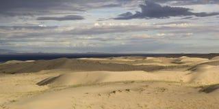 βήματα άμμου της Ρωσίας kurshskaya kosa οριζόντων αμμόλοφων που τεντώνουν έρημος gobi Μογγολία Στοκ Εικόνες