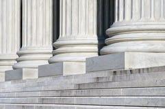 βήματα δικαστηρίων ανώτατα Στοκ φωτογραφία με δικαίωμα ελεύθερης χρήσης