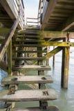 Βήματα κάτω από το λιμενοβραχίονα Στοκ Φωτογραφία