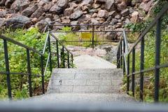 Βήματα - κάτω στις νέες μορφές Στοκ Εικόνα