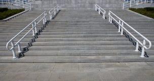 βήματα κιγκλιδωμάτων Στοκ εικόνες με δικαίωμα ελεύθερης χρήσης