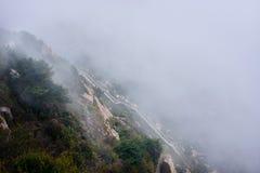 Βήματα πετρών στο βουνό στοκ εικόνα με δικαίωμα ελεύθερης χρήσης