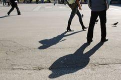 Βήματα ποδιών με τις σκιές και τα πουλιά Στοκ φωτογραφία με δικαίωμα ελεύθερης χρήσης
