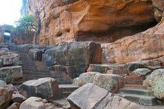 Βήματα που οδηγούν στην ατελή σπηλιά, σπηλιές Badami, Karnataka Στοκ φωτογραφία με δικαίωμα ελεύθερης χρήσης